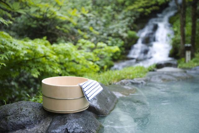 シニア世代に人気の「GoToトラベル」利用の温泉地ランキング、草津や南紀白浜など人気、宿泊単価は2300円アップ