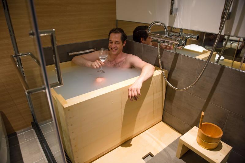 ニューオータニ、日本庭園を臨む客室にヒノキ風呂、外国人向け「新江戸シングル」ルームで【写真】