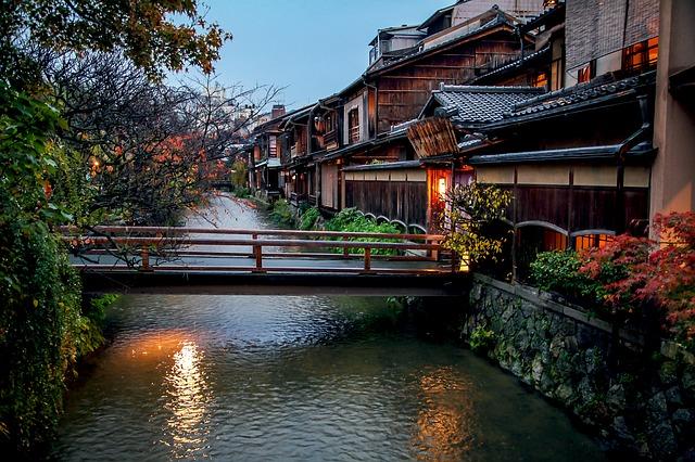 京都市、「京都観光モラル」を策定、事業者、観光客、市民に向けて大切にすべき行動基準を明記