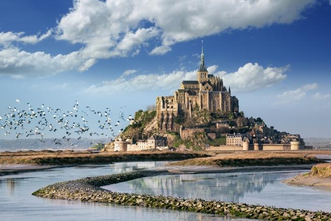 卒業旅行で行きたい世界遺産ランキング、「インスタ映え」重視傾向に、1位は仏モン・サン・ミシェル