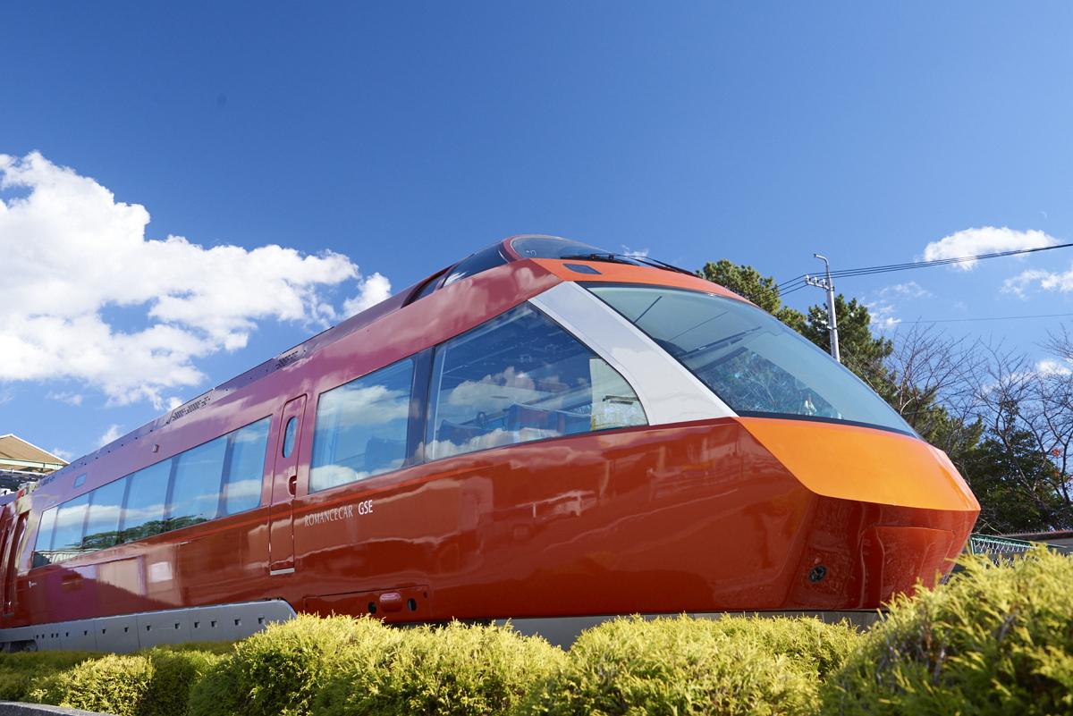 小田急電鉄、新型ロマンスカー「GSE」の概要発表、一枚ガラスの展望車両や無料Wi-Fi設備など