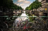 オーバーツーリズムとは? 観光客の増え過ぎ問題、アムステルダムは規制強化へ【外電】