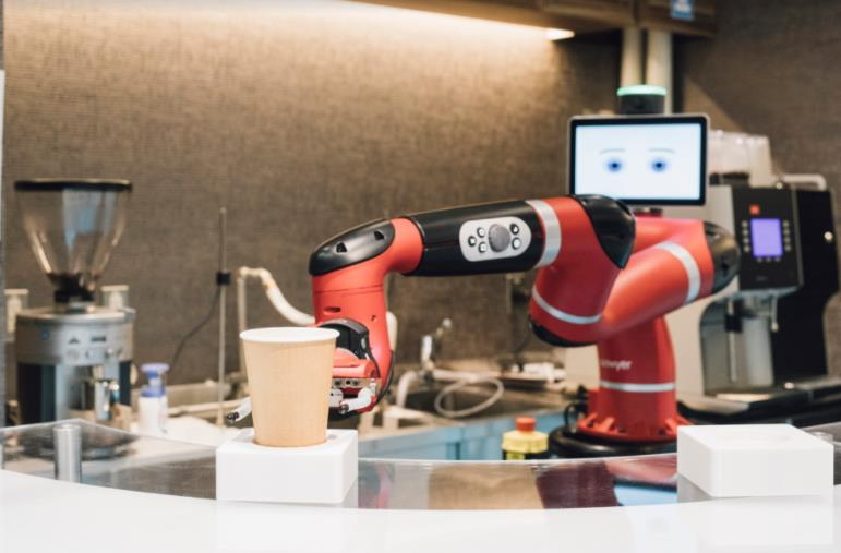 HISが「変なカフェ」開業、ロボット店員がコーヒーを提供、東京・渋谷本店で旅行相談の顧客対象に