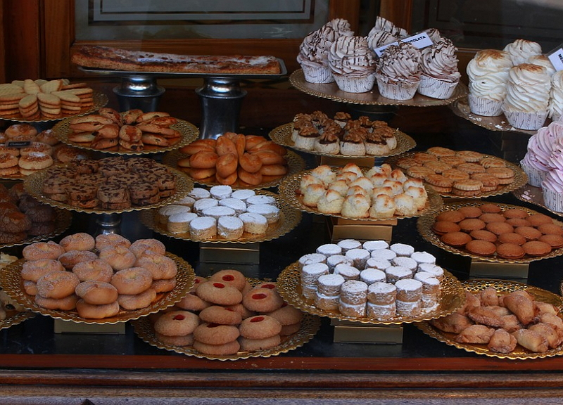 訪日外国人が買うおみやげ、2017年の内訳は? 存在感増す「お菓子」、消費額は1580億円に、アジア諸国や米国の旅行者に人気