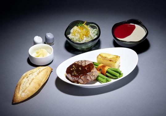 ルフトハンザ航空、長距離路線の機内食を拡充、追加料金で寿司やタイカレーなど7種類から選択可能に