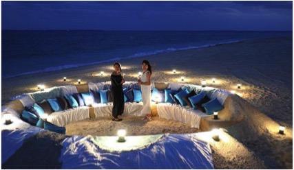 沖縄・小浜島の離島リゾート「ホテルアラマンダ」、ビーチにサンドアートのソファが登場