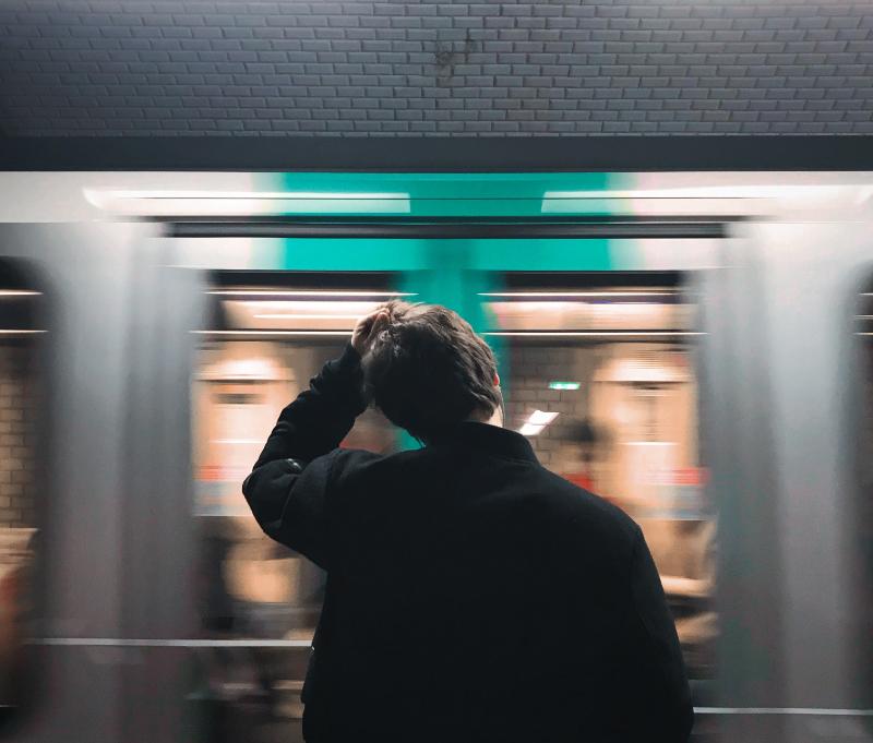 外国人が日本で「困ったこと」トップは、「施設等でのコミュニケーション」26%、解決方法は「スマホの翻訳アプリで」4割 -観光庁