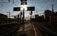 フランス国鉄が大規模ストライキに突入、高速鉄道の85%が運休、エールフランス航空も【外電】