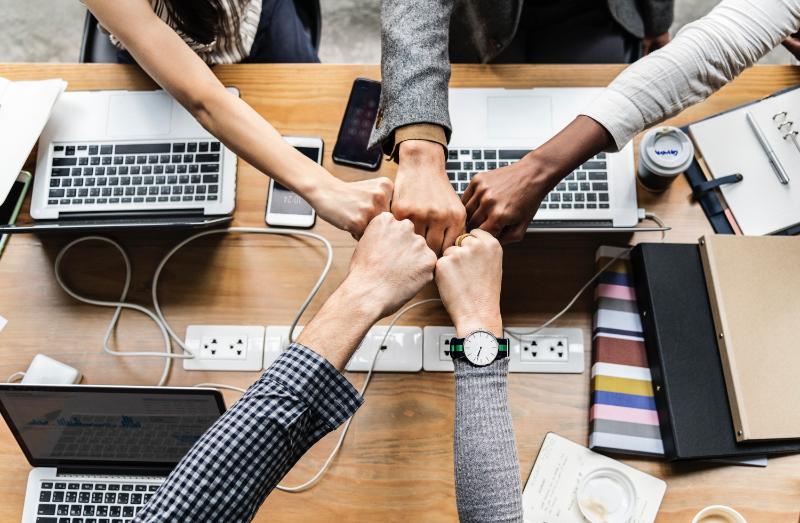 楽天、「ぐるなび」と資本提携を強化、ネット予約拡大へデータ相互活用など推進