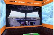 LCCジェットスター、「飛行機カラオケ」が体感できるコラボルーム、JOYSOUNDと、コックピット操縦機器や滑走路をイメージした装飾で