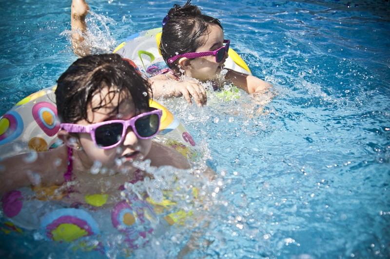 夏の子ども連れレジャー平均予算は5万7000円、1回当たりは1万9600円、行きたい施設トップは「プール」 ―東京サマーランド