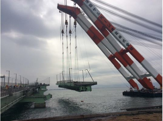 関空、橋桁の撤去作業が完了、来週めどに道路橋など復旧時期を確定へ