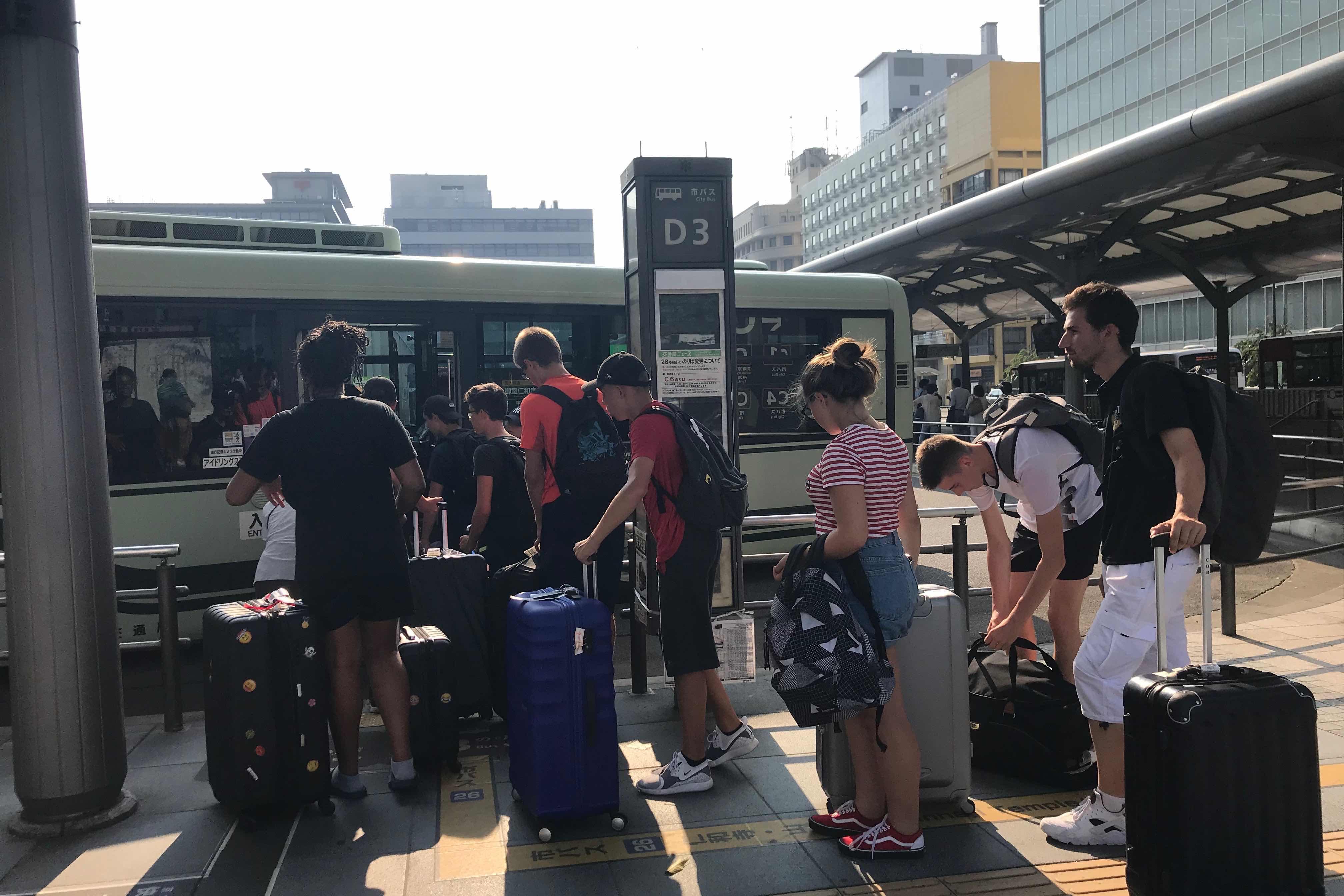 京都市バスのオーバーツーリズム緩和への取組みは? 市民生活と観光客の快適な移動を両立させるチャレンジを聞いてきた