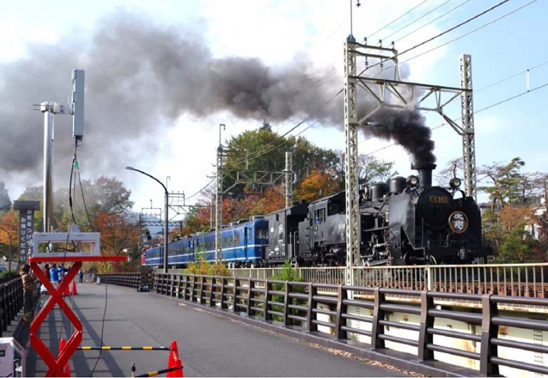 NTTドコモら、東武鉄道「SL大樹」で高精細映像の伝送実験、走行中の姿を「5G」で乗客に配信