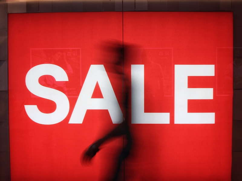 米国の年末商戦、「ネットで注文・店舗で受け取り」が前年比5割増、一方、スマホでショッピングは過半数突破
