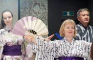 外国人向け伝統文化体験プログラムが好調、3年間で約11万人が参加、演芸や長唄三味線など