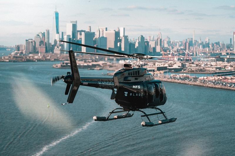 アメリカン航空、空港でVIP向けに新サービス、ヘリコプターで空港送迎や出入国時の完全プライベート空間など