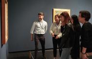 東京国立近代美術館、訪日客向けに展示作品を対話で解説する体験型プログラム発表、異文化交流にも