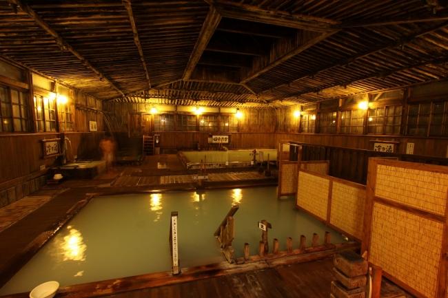 青森県の秘湯「酸ヶ湯温泉旅館」に男女入替えで入浴できるツアー発売、混浴への抵抗感に対応、クラブツーリズムが全館貸切りで