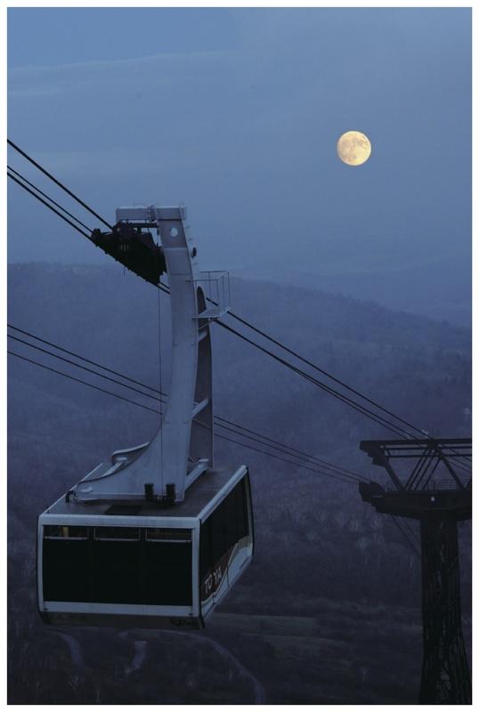 那須ロープウェイが夜間特別運行、標高1700メートルから十三夜の月を鑑賞に期待