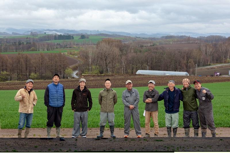 北海道・美瑛でオーバーツーリズム解決のための資金調達、畑看板や農家と観光客をつなぐ仕組みづくりの一歩へ