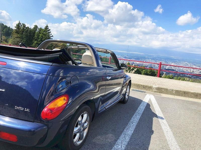 ホテルやカフェで訪日客向けのレンタカー予約を、レンタカー会社の予約を代行、人材や駐車場活用で