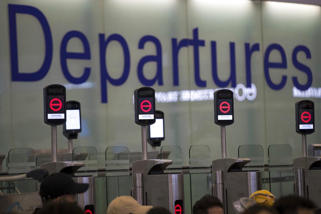 香港国際空港の占拠で起きた大混乱、香港の観光とビジネスで懸念されるイメージダウン【外電】