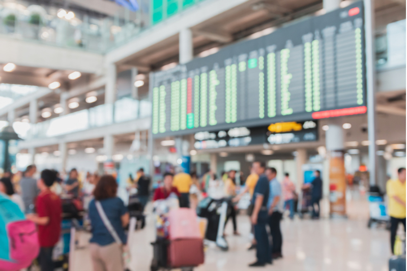 旅行規制の解除後に、空港でソーシャル・ディスタンスを維持する取組み始動、米国で追跡テクノロジーを活用【外電】