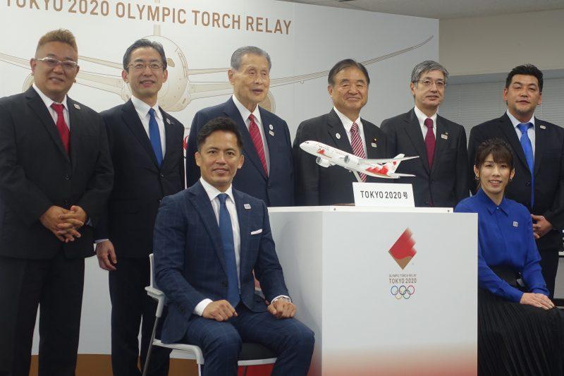 オリンピック聖火特別輸送機「TOKYO2020号」のデザイン公開、史上初ANAとJALが共同運航、松島基地で到着式