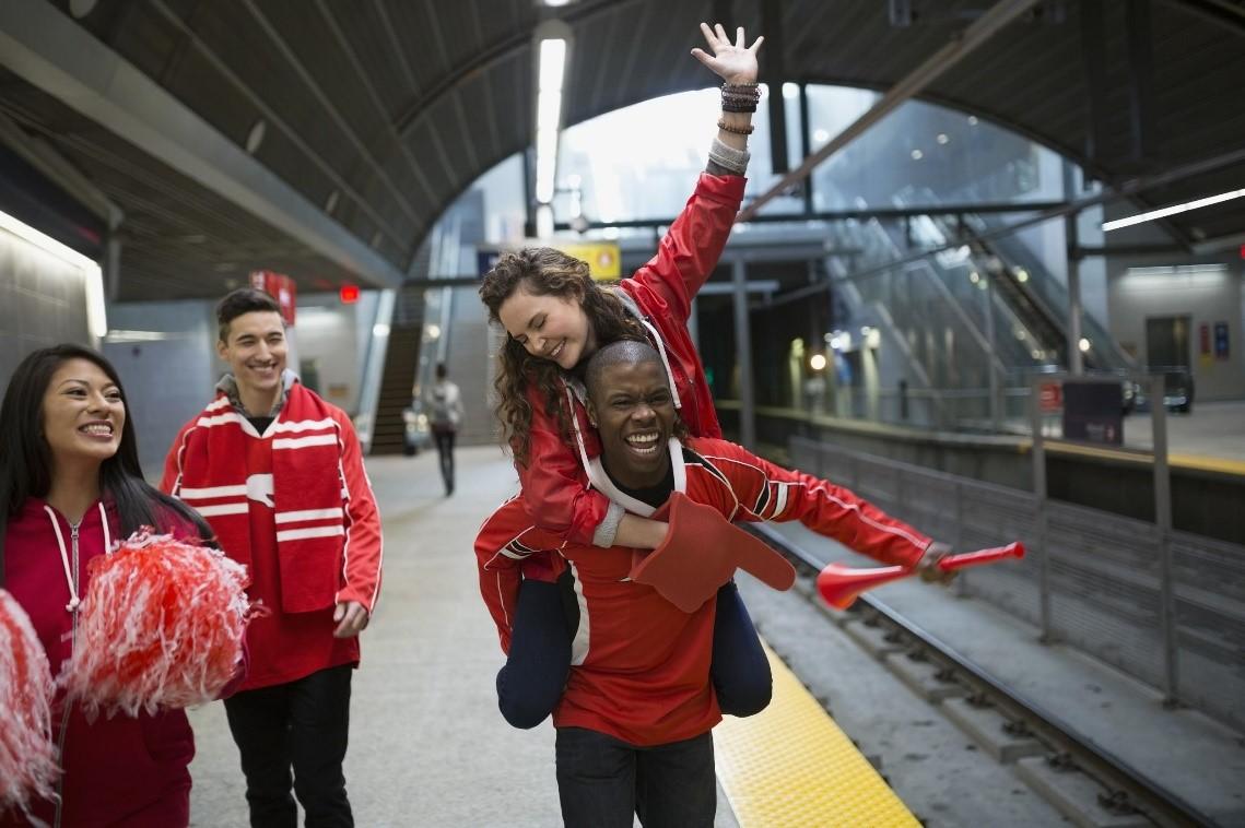 スポーツ観戦と旅の意識調査、世界の旅行者の5人に1人が「自国チームが出場する大会」のために旅したいと回答