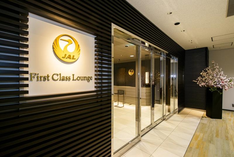 JAL、ファーストクラス旅客にラウンジ用アプリ、食事オーダーやシャワー予約など成田空港で実証実験