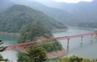 JTBと中部電力、大井川鉄道沿線で地域活性化ツアー、ダム内部特別見学や秘境駅、廃線のトンネルで食事など