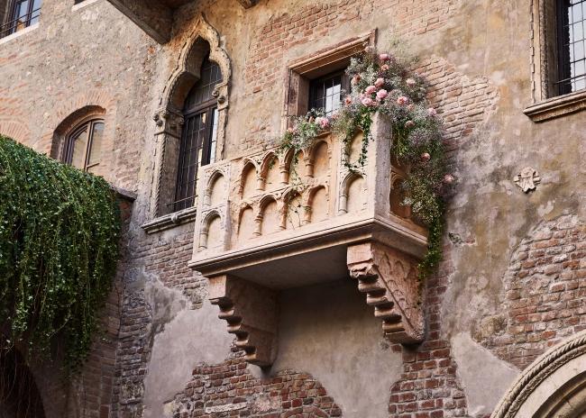 民泊エアビー、イタリアで「ロミオとジュリエット」の舞台に泊まれる特別企画、バレンタインデー限定で