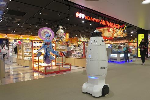 成田空港、LCC専用ターミナルに最新型ロボットを導入、東京五輪に向けた館内警備の強化で