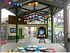 富士急ハイランド駅が「きかんしゃトーマス」デザインに刷新、75周年記念で