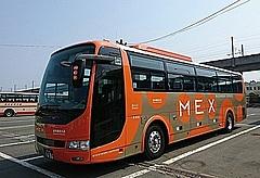 岩手県北バス、利用者減の高速夜行バスで新型コロナ対策徹底、席ごとの仕切りカーテンや車内消毒