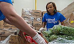 アメリカン航空、運休で未使用の食材を米国内フードバンクに寄付、機内食やラウンジの食材を活用