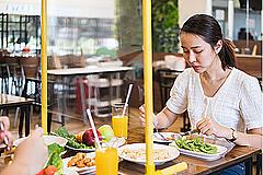 飲食店選びは「座席間隔」「換気」「消毒」がポイントに、女性のほうが衛生面を重視する傾向も