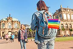 LGBTQファミリー旅行を取り込む攻略法は? OTAの戦略や受け入れの考え方を整理した【外電コラム】