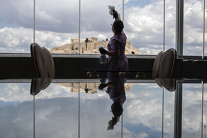 海外旅行者受け入れ再開で揺れるギリシャ、感染リスク払拭できず、強制検査や隔離措置など入国規制は維持へ 【外電】
