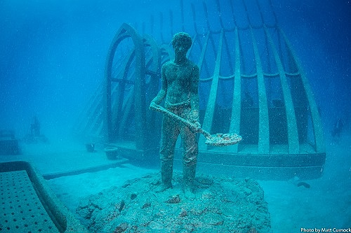 豪グレートバリアリーフに「海中美術館」が開業、サンゴ礁の保護と修復へ、動画も公開