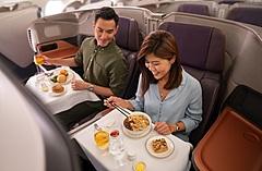 シンガポール航空、世界最大旅客機A380を飛ばずに体験する限定企画を開始、機内食の配送サービスも