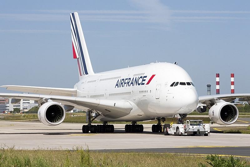 エールフランス航空、日本発でもLCCのようにサービス追加型運賃を発売、価格重視型で、ウェブサイトやNDC端末で販売