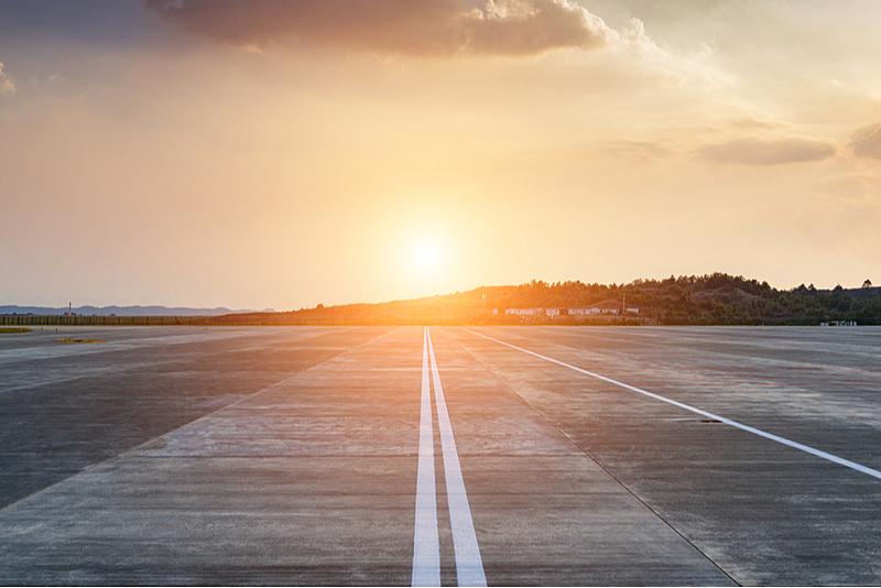 ANAとJAL、緊急事態宣言拡大で国内線を追加減便、運航率はANAが3割、JALが5割に