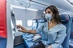 デルタ航空、機内座席の中央を空席にする措置を来年3月まで継続、旅行者に安心感を