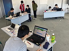 小学生オンライン将棋大会を「仕事版LINE」で、自宅から参加者とコミュニケーション