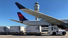 デルタ航空、ワクチン輸送に向け米国内ハブ空港で体制強化、集中監視機能エリア、医薬品専用チャーター便も