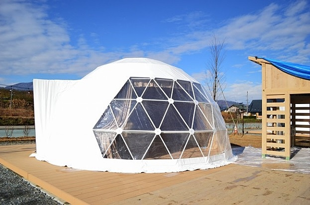 山形県・碁点温泉にグランピング施設が開業へ、冷暖房付きドーム型テントで、最上川舟下りや焚火などの体験付き
