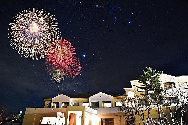 裏磐梯グランデコ東急、真冬の客室から花火を鑑賞するプラン、地域の花火店と連携