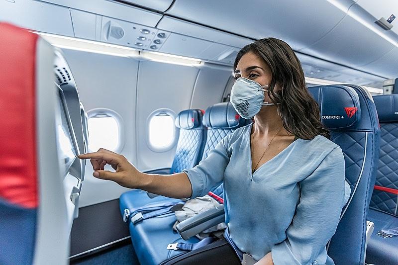 デルタ航空、中央席の使用制限を延長、2021年4月まで、機内での間隔確保で